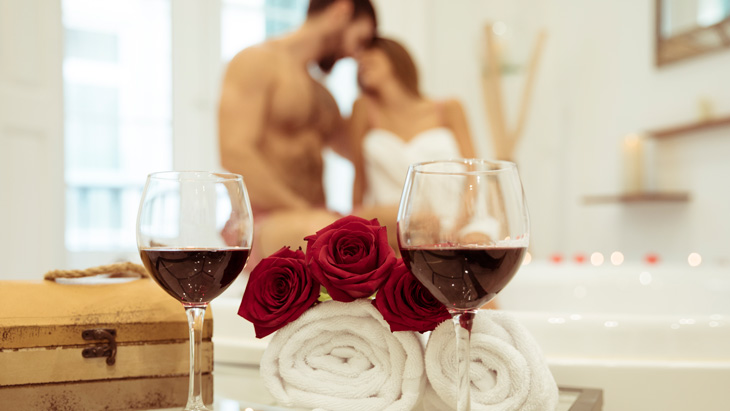 Romantic bathroom with vine and candles